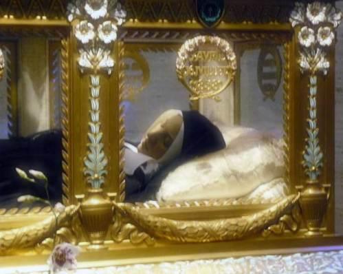 Urna che contiene il corpo di Santa Bernadette.